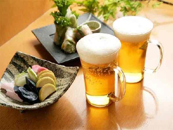 Mơ thấy uống bia là điềm báo gì?