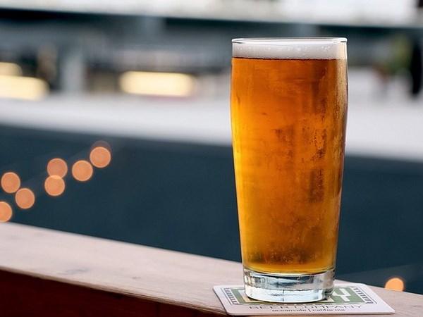 Chiêm bao thấy uống bia đánh con gì