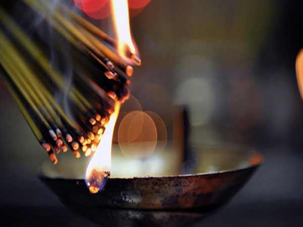 Văn khấn thay bát hương mới chuẩn tâm linh