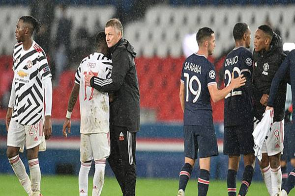 Tin bóng đá chiều 21/10:  Solskjaer chia vui với các học trò sau trận