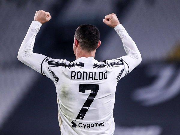 Tin bóng đá tối 2/12: Ronaldo đánh bại Messi để giành giải Bàn chân Vàng