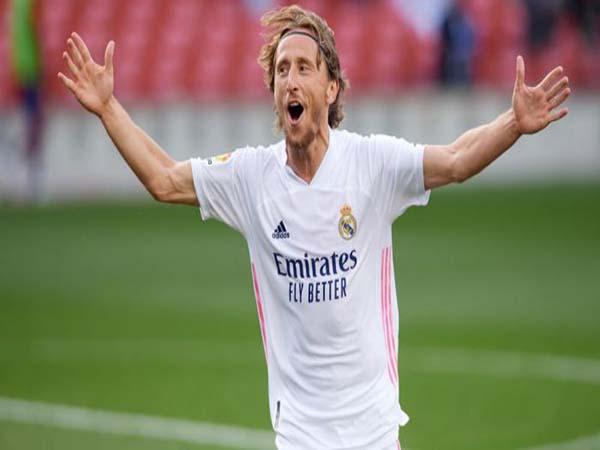 """Tin BĐQT chiều 15/1 : Real Madrid giữ chân """"lão tướng"""" Modric"""