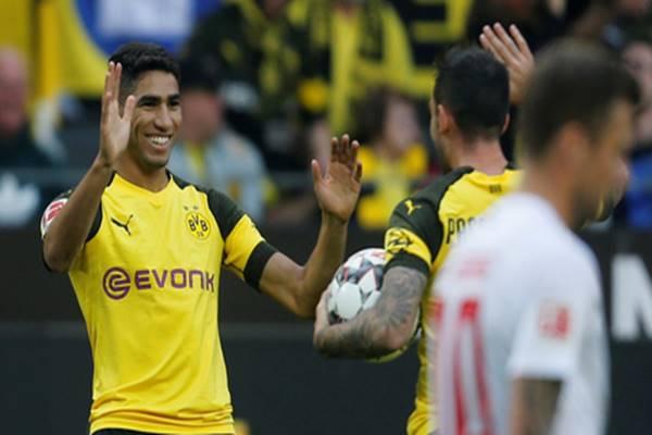 Achraf Hakimi trong màu áo Dortmund